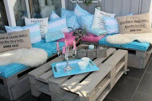 Wooden pallet garden furniture, scatter cushions make sofas look so inviting!