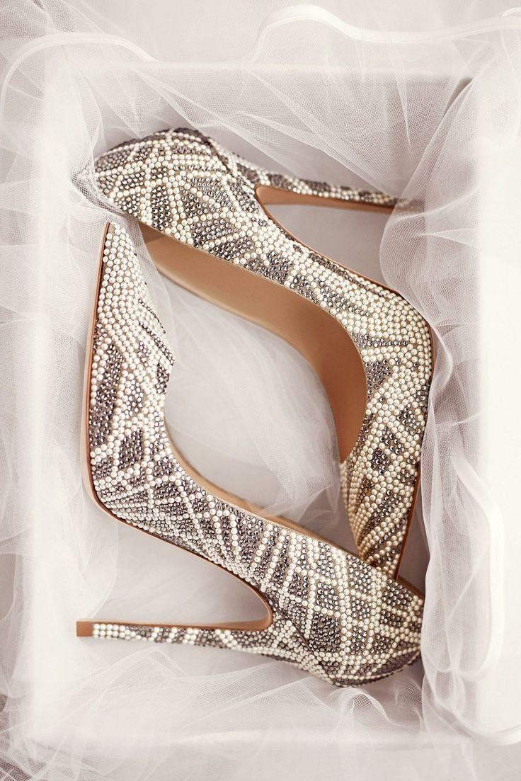 Os sapatos também são peças importantes para compor o look da noiva. Confira as fotos da coleção bridal Jimmy Choo