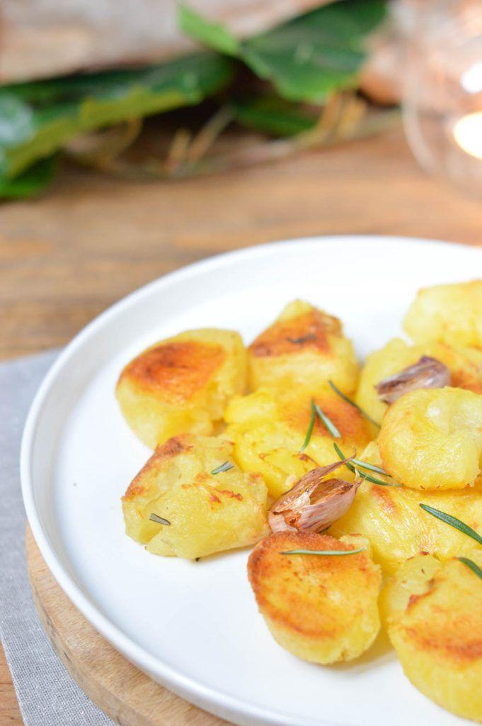 Patatas asadas con ajo y romero. La guarnición perfecta.
