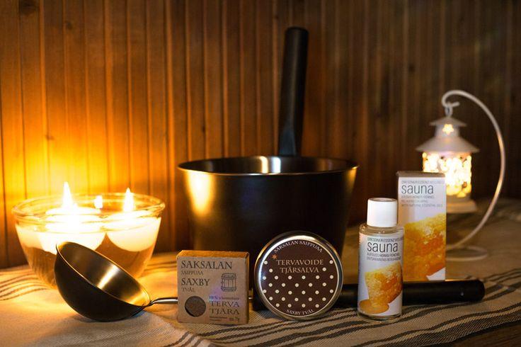 Sauna- ja hyvinvointisetti Terva-Hunaja sisältää:  1 pullo saunatuoksu Hunaja-Fenkoli 1 kpl musta teräskauha 1 kpl musta teräs kiulu 1 kpl tervasaippua 1 kpl Tervavoide  http://www.iozzu.com/ #sauna #lahja #lahjaideat #joululahjat #terva #tervavoide #hunaja #saunatuoksu