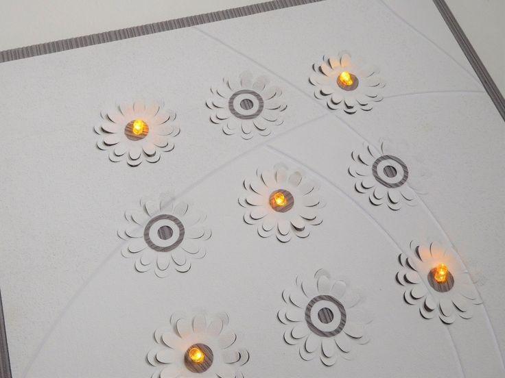 CADRE pèle mêle lumineux avec led et fleurs en reliefs -VEILLEUSE : Décorations murales par designbyflohan