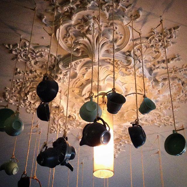 #obareuzai #bareuzai #dijon #jondi #bar #restaurant #brasserie #cieling #plafond #archilovers #architecture #architecturelovers #tea #teapot #teaparty #france #burgundy #bourgogne #light #creativity #inspiration #thé #kusmitea