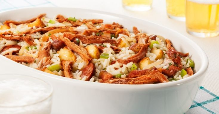 Outro clássico nacional original do sul do país é o arroz de carreteiro, que aqui aparece com cupim