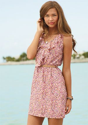 love it!!Summer Dresses, Style, Clothing, Floral Belts, Dresses Casual, Casual Dresses, Ruffles Floral, Floral Dresses, Belts Dresses