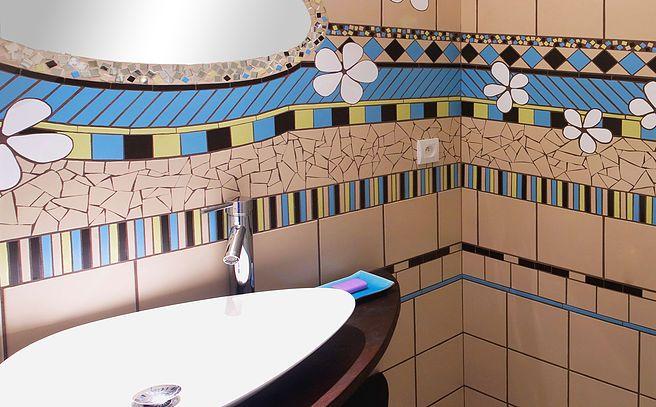 Viviane WOLFF réalise  votre décoration  personalisée en mosaique pour votre de salle de bains, votre cuisine, votre jardin... Bathroom, mosaic,