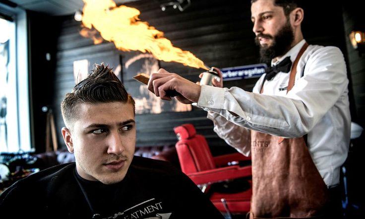 Frisör fixar frillan med fyr - HD The barber Mohammad Alasmar cuts hair with fire!
