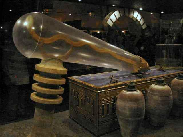 """The """"Dendera light"""" is a technology of electrical lighting supposedly in existence in ancient Egypt, proposed by some fringe authors. Description from gnosis.us.com. I searched for this on bing.com/images"""