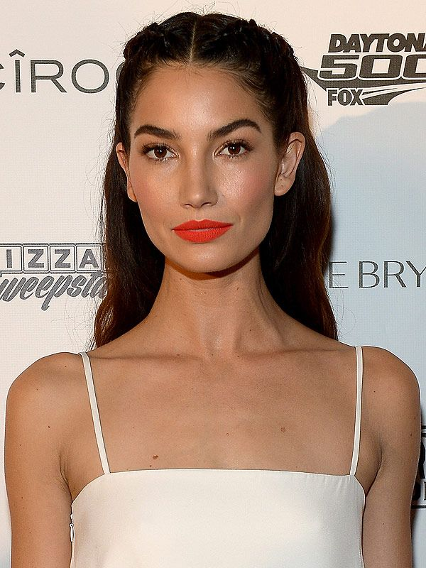 Look of the Week: Lily Aldridge's Bright Coral Lip http://stylenews.peoplestylewatch.com/2016/02/19/lily-aldridge-orange-lip-how-to/