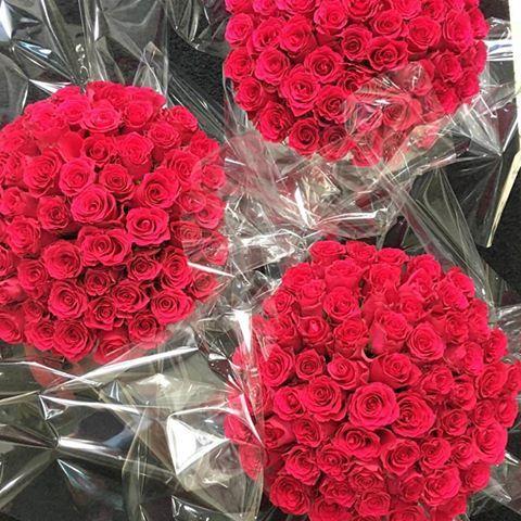 ~Taki widok~ 🌹jest pięknie #kochamróże #fortunato #warszawa #kwiatywpudełkach #róże #kwiatwpudełkach #polishboyfriend #polishboy #red #kwiatybezokazji #polishman