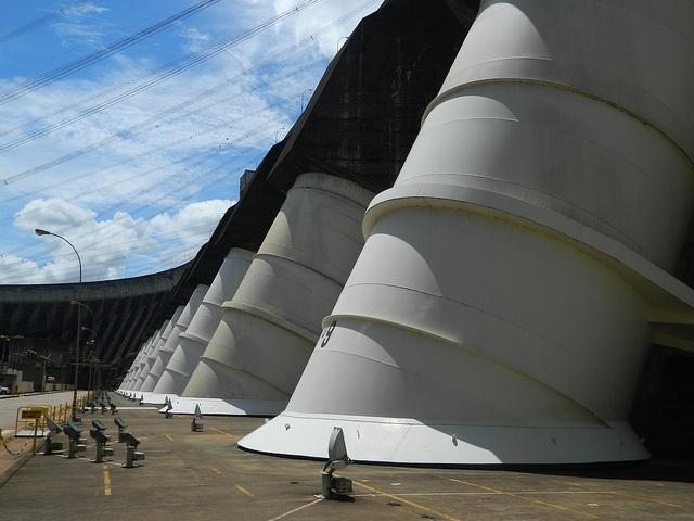 Usina Hidrelétrica de Itaipu (Itaipu Hydroelectric Power Plant). Foz do Iguaçu, Paraná, Brasil.