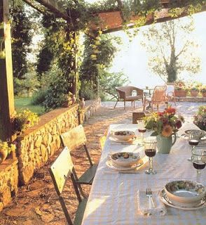Al fresco Under The Tuscan Sun ~ style ... for real. This is a villa in Tuscany.  I may have to move there.