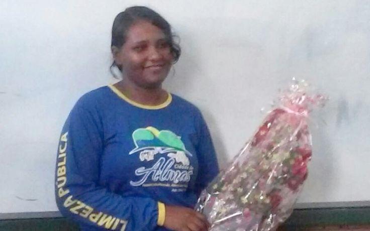 Solange Ribeiro, a gari da cidade de Almas aprovada em três faculdades