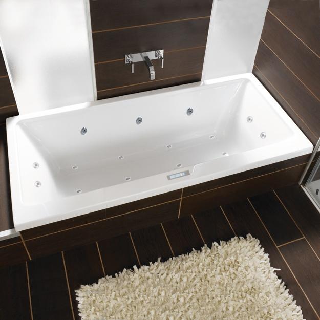 PRIME-LINE  Fast schon wie Urlaub  Mit der neuen Badewannenserie Prime-line bietet Duscholux jetzt ein komplettes, auch hohen Designansprüchen gerecht werdendes Wannensortiment für das Einstiegssegment. Es überzeugt durch eine moderne, ausgesprochen straffe und geradlinige Optik sowie hohen Liegekomfort. Auch die neue Serie Prime-line wird aus vernetztem, gegossenem Sanitäracryl hergestellt, ein Werkstoff, der optimale Eigenschaften für den Einsatz im Bad aufweist.