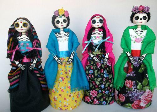 catrinas de papel mache. Paper mache catrina doll. Day of the dead. Dia de Los muertos. Mexico