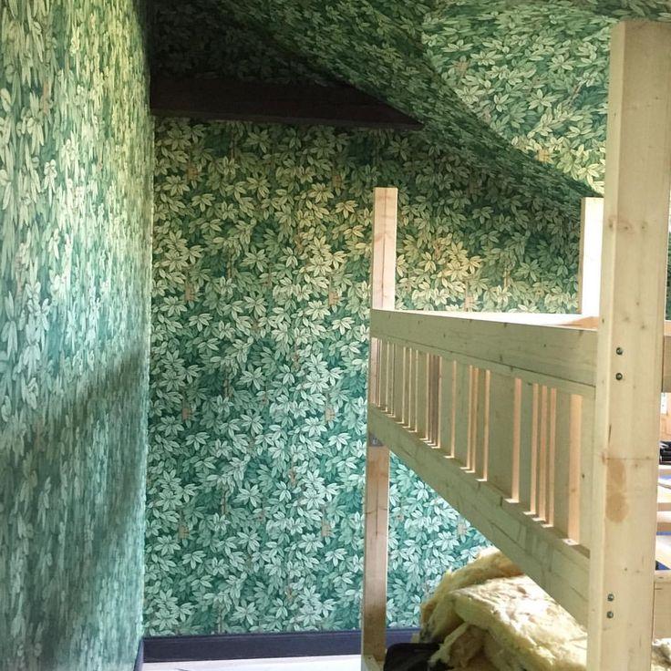 Projekt barn/djungelrum på god väg med fantastisk tapet från Fornasetti.... #fornasetti #nilvanderateljeer #barnrum #djungelrum #djungel #tapet #design #inredning #interior