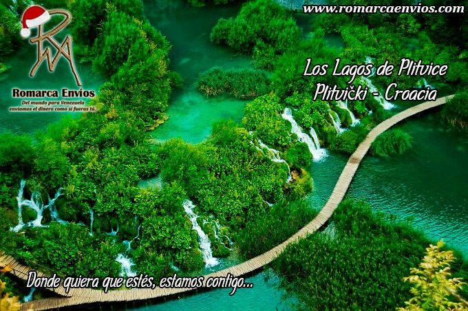 Los lagos de Plitvice, El parque nacional en el que están ubicados los lagos de Plitvice es uno de los más grandes de toda Croacia. Lo mejor del lugar es que los lagos están colocados de forma que crean cascadas entre ellos, dando lugar a un paraíso natural digno de verse. Los 16 lagos se pueden explorar en barca o cruzando las pasarelas de madera que conectan los senderos del parque.