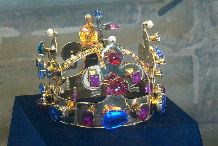 Unlike many other European Royal treasures, the St. Wenceslas Crown is not displayed publicly, and only a replica is shown (see photo above). Along with the other Bohemian Crown jewels, it is kept in a chamber within St. Vitus Cathedral accessible by a door in the St. Wenceslas Chapel. The exact location of the chamber is not known to the general public.