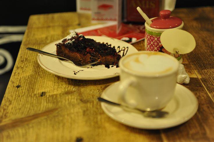 domácí koláč, káva