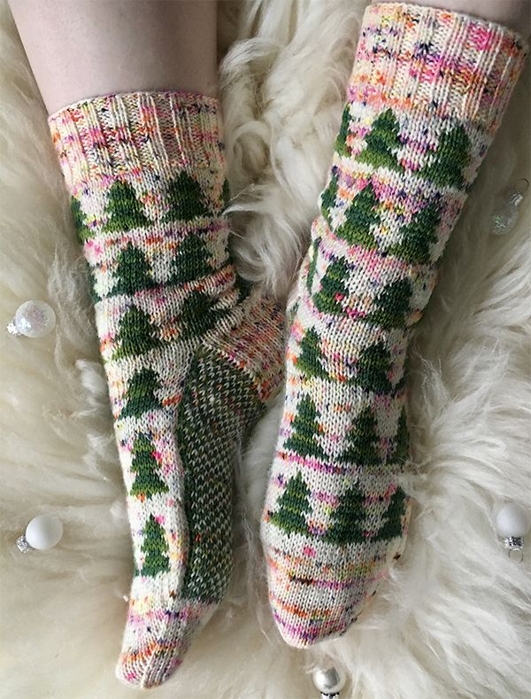 Free Knitting Pattern for Christmas Tree Socks – These festive O Dennenboom socks feature a a forest of fir trees in a snowy field in stranded colorwork. Designed by Renée Kies. Fingering weight yarn.