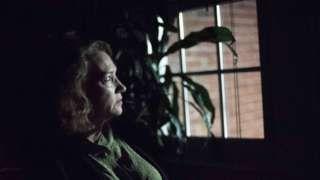 'LED street lights are disturbing my sleep' - BBC News