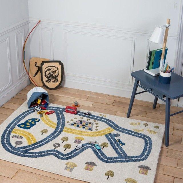 """Un tapis pour jouer mais également pour décorer la chambre d'enfant. Les tapis Art For Kids en polypropylène – également appelé laine synthétique- ont une finition très solide et robuste. Même quand ils sont utilisés intensivement, la surface de ce tapis maintient son design, ses couleurs et la même sensation de douceur. Facile à nettoyer, hydrofuge, antistatique et anti-bactérien, c'est une fibre idéale pour les tapis. Ce tapis est labélisé Oeko-Tex Standard 100 et le label """"..."""