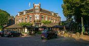 Hotel Wesseling Dwingeloo  Description: Midden in het pittoreske plaatsje Dwingeloo is Hotel Wesseling gevestigd. Het hotel is een historisch pand gelegen aan de Brink en omgeven met prachtige panden kleine boerderijtjes en veel groen. Het gastvrije Dwingeloo is een perfecte locatie voor ontspanning en inspanning. De groene omgeving biedt vele mogelijkheden om te genieten van de rust en ruimte.De prachtig ingerichte lounge is dé plek om te genieten van een heerlijk kopje koffie met de…