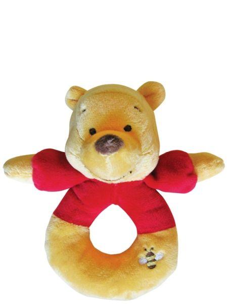 Ihanan pehmeällä Nalle Puh -helistimellä pienikin vauva voi leikkiä ilman vaaraa naarmuista tai kuhmuista. Söpön Puh-helistimen pituus on n. 15 cm, ja sen materiaali on pehmoista veluuria. Helistimen voi pestä käsin 30 asteessa.