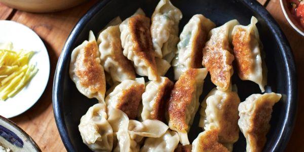 Elle eten: gyoza recept met gegrild varkensvlees uit het kookboek Recepten uit Tokyo