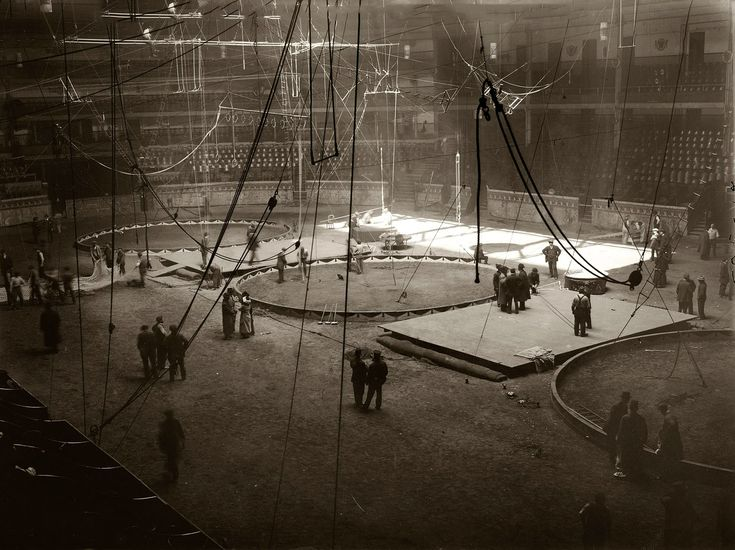 25 Best Ideas About Old Circus On Pinterest Circus Poster The Circus And Vintage Circus Photos