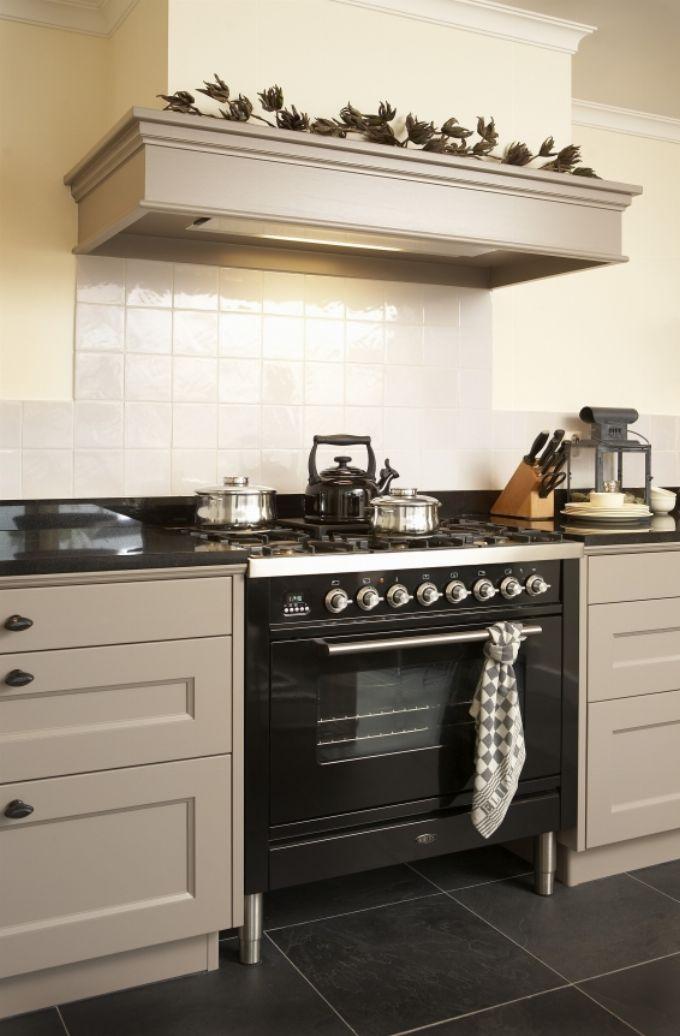 Meer dan 1000 idee n over fornuis afzuigkappen op pinterest kachels wasemkappen en koperen keuken - Keuken uitgerust voor klein gebied ...