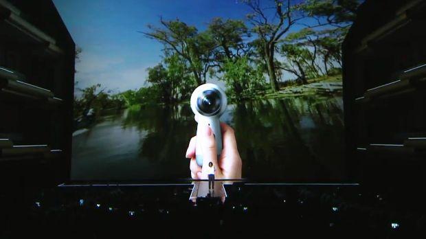 Pretul camerei Samsung Gear 360 in Romania