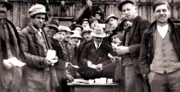 Πίσω στο 1932, ο κόσμος ερχόταν αντιμέτωπος με την μεγαλύτερη οικονομική ύφεση που είχε γνωρίσει ποτέ. Τότε, ένας άντρας θέλησε να δοκιμάσει κάτι πρωτοποριακό. Το όνομά του ήταν Michael Unterguggenberger και ήταν ο δήμαρχος του Wörgl, της πόλης που έγραψε την δική της σελίδα στην παγκόσμια οικονομική ιστορία.