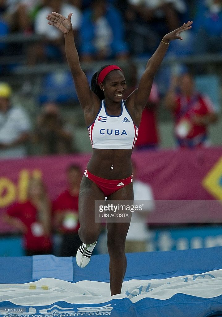 cubas-yarisley-silva-competes-in-the-pole-vault-during-the-2011-xvi-picture-id130210368 (718×1024)