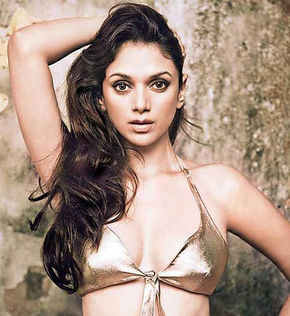 Will Aditi Rao be able to replace hot Sunny Leone's magic on screen? (see pics)