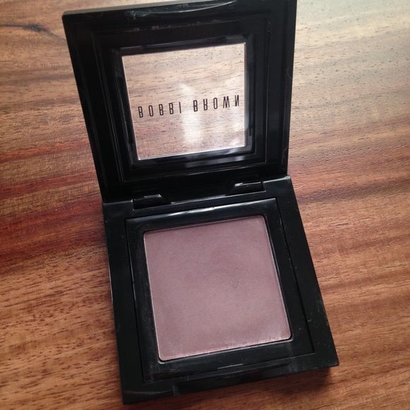 """Bobbi Brown eyeshadow in """"Heather"""" A silky, powder eye shadow that glides on smoothly and blends easily. It's available in a range of shades for lids, lining eyes, and defining brows. Color: Heather 0.08 oz., only brushed on a few times, item sanitized with alcohol Bobbi Brown Makeup Eyeshadow"""