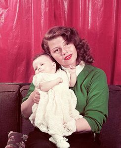 Rita Hayworth holding her daughter, Princess Yasmin Aga Khan, in 1950. After Rita's death, Yasmin devoted her life to raising public awareness of Alzheimer's disease. She is currently the President of Alzheimer Disease International, Vice Chairman of the Alzheimer's and Related Disorders Association, and a spokesperson for Boston University School of Medicine. ♡