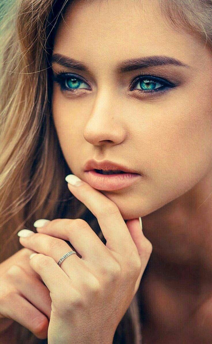 Syssi Long Multicolored Tawny And Blonde Hair Aqua Blue Eyes Beautiful Eyes Stunning Eyes Lovely Eyes