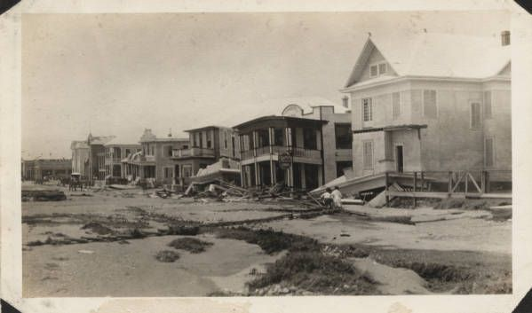 Wrecked summer hotel next to the Hotel Galvez and other damaged buildings after the hurricane. Galveston 1915 Hurricane Photographs, 1915. Special Collections, University of Houston Libraries (Public Domain).