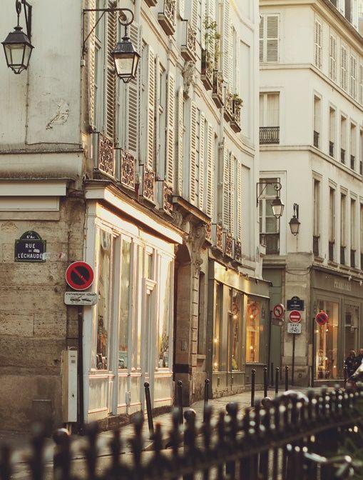 Saint Germain des Près, Rue de l'Echaudé. Credit photo : www.flickr.com/photos/ninasclicks/6093943866 #Fall #Paris #France