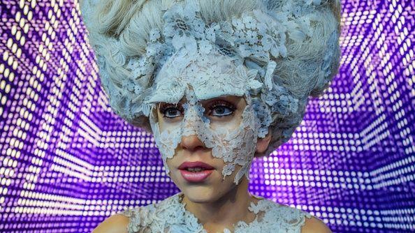 Lady Gaga hoppas att hennes kommande Netflix-dokumentär kommer att öka medvetenheten om kronisk sjukdom, eftersom hon själv kämpar med fibromyalgi.