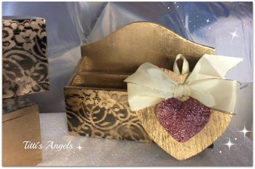 cuore  argilla bianca dipinto con cristallina scatolina dipinta a mano.