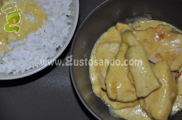 Il pollo al curry con latte di cocco è una squisita pietanza tipica della regione indiana e del sud-est asiatico. Dal gusto sicuramente particolare, questo piatto secondo la tradizione gastronomica orientale, viene consumato insieme ad un contorno di riso, che sostituisce il pane...
