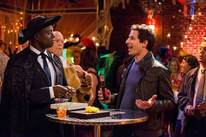 """BROOKLYN NINE-NINE: Capt. Holt (Andre Braugher, L) and Det. Jake Peralta (Andy Samberg, R) discuss their Annual Halloween bet in the \""""Halloween II\"""" episode"""