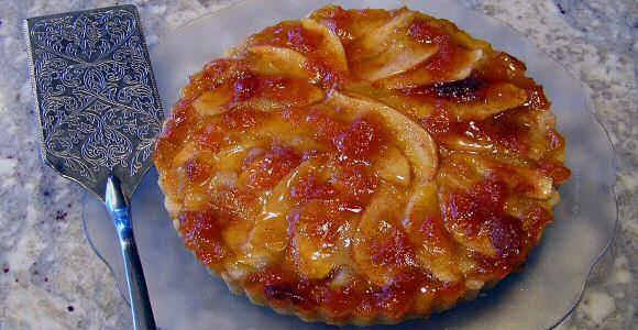 Lekker appeltaart recept: verse appels en makkelijke taartvulling van opgeklopte room met ei, kirsch, bloem en boter