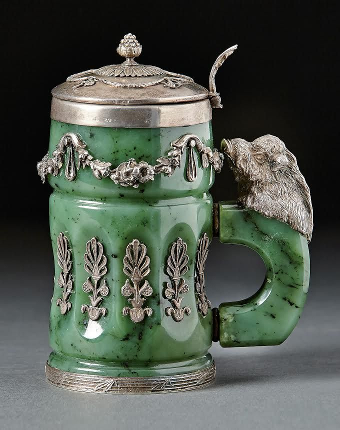 A very unusual jade and silver russian Tankard,   Messrs. Mikhail Grachev and Semen Gavrilovich (1896-1917), St. Petersburg (1908-17),. H. 15 cm. Start price: 3,000 Euro.