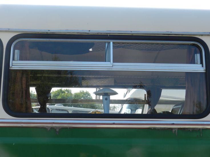 Másik kedvenc témám: kislámpák az utastér asztalkáin. Egy eredetinek tünő példány a KaposVolán Ikarus Lux autóbuszában.
