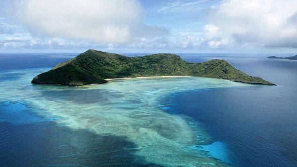 Mayotte – ostrovní zázrak přírody čekající na své objevitele  … že jste o něm ještě neslyšeli? Není divu, v rámci Indického oceánu patří mezi skutečné popelky, alespoň co se turistiky týče. Takže pro základní orientaci dodejme, že jej naleznete v Mozambickém průlivu, mezi pobřežím Afriky a Madagaskarem. Hlavní ostrov Grande Terre je obklopen ostrůvky, většinou hornatými, s krásnými plážemi.