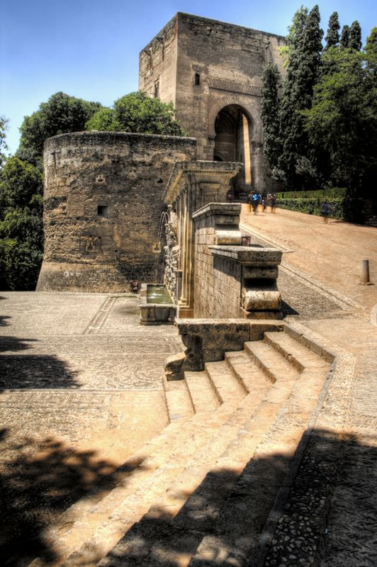 Pilar de Carlos V y Puerta de la Justicia. Granada