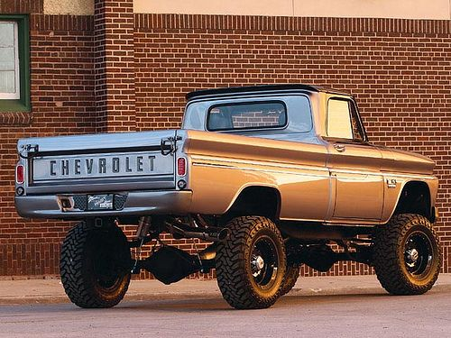 Chevrolet K10... I love a good old 4X4.