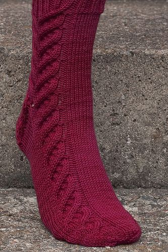 Galder, 'charm' or 'incantation' is Old English and relates to Old Norse galdr; from the verb galan, 'to sing'. The Oxford English Dictionary only lists two known usages of the word, one in Beowulf, the other dated c1205. In a way, knitting these socks reminded me of flowing, rhythmical chanting or weaving a spell. The cable begins to take form in the cuff, travels down the leg, finally splitting into two smaller cables that meander all the way to the heel and the toe.